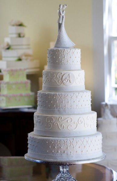 Dewey's Bakery's Danielle DiLizio Talks Wedding Cake - Scott Liv