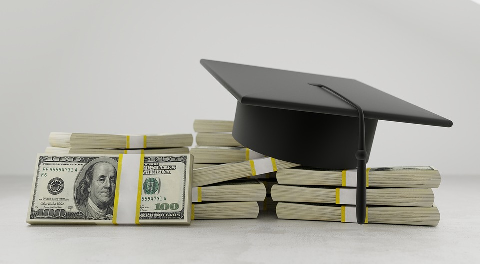 A Guide To Saving Money In College - Scott Livengood